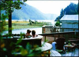 Clayoquot hot tub couple healing grouns spa