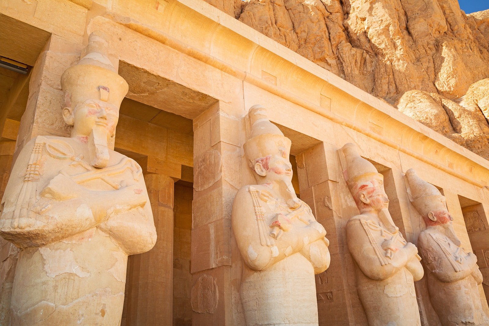 Egypt-Statues_of_Queen_Hatshepsut_-_Near_Valley_of_the_Kings