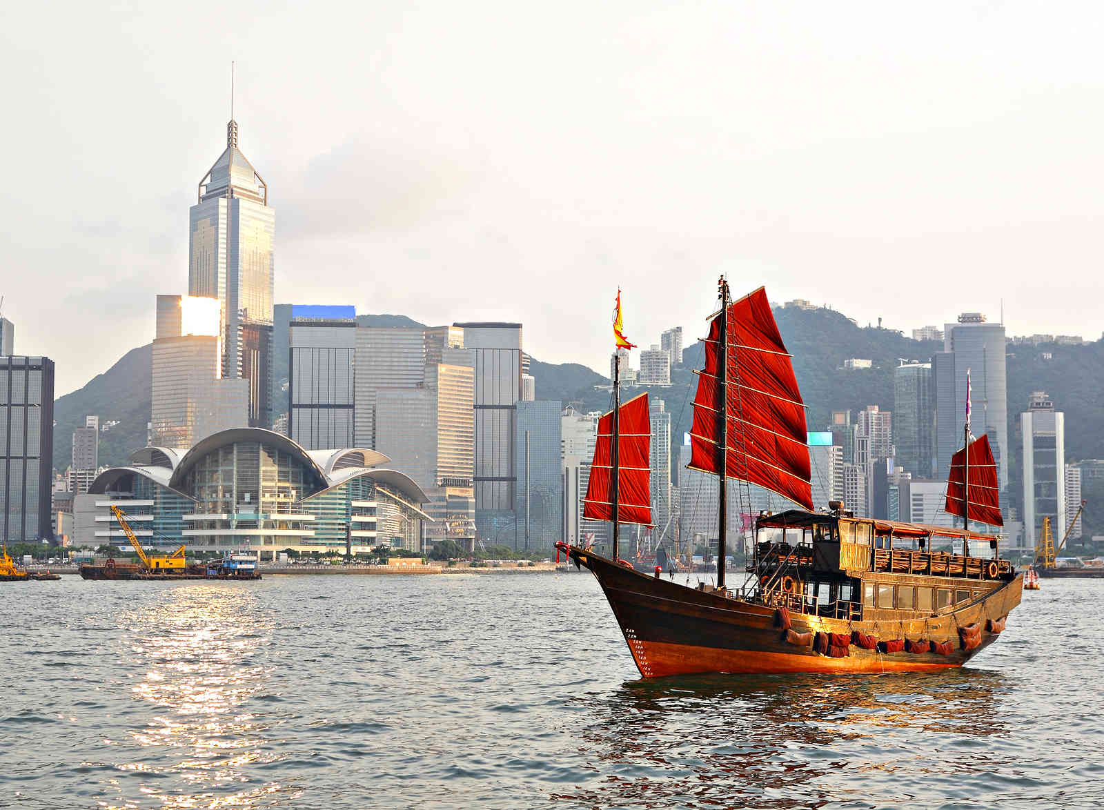 Victoria_Harbour_Hong_Kong